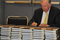 Pickens signs books before L. Austin Weeks Memorial Medal ceremony 2009